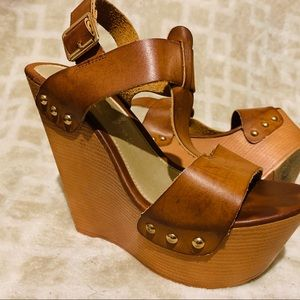 Rue 21, tan wedges with gold